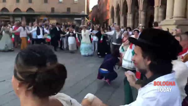 Gli Austriaci abbandonano Bologna: flash mob in piazza Maggiore