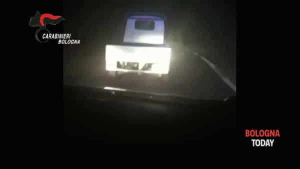 Così ha tentato di scappare in ape car: l'inseguimento dei carabinieri\VIDEO