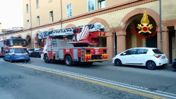 Incendio in via Saragozza: in casa una donna e 4 gatti