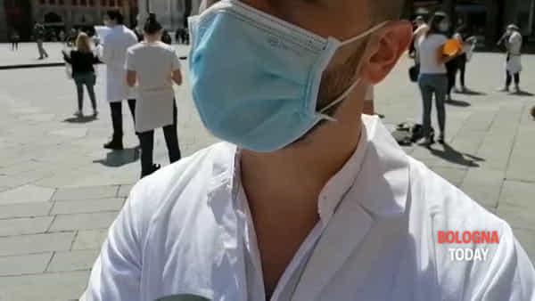 """Flashmob di camici bianchi in piazza: """"Abilitateci con il tirocinio senza esame di stato"""""""