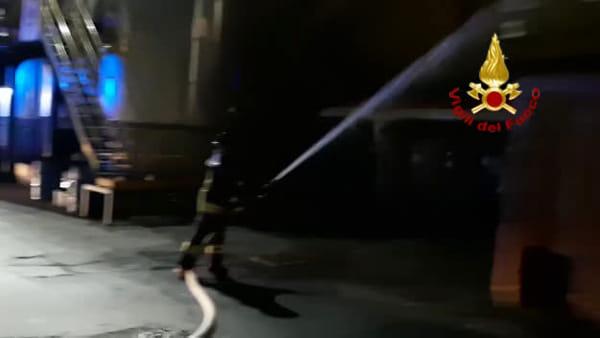 Incendio in via del Traghetto, le immagini dei pompieri\VIDEO
