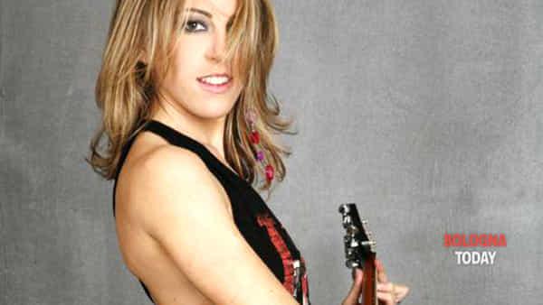 """Torna sabato 13 luglio a Riola  la mostra """"Percorsi per corpi"""". Ospite anche la cantautrice Diana Tejera"""