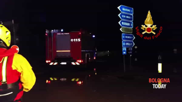 Maltempo, Castel Guelfo allagata: l'intervento dei Vigili del fuoco\VIDEO