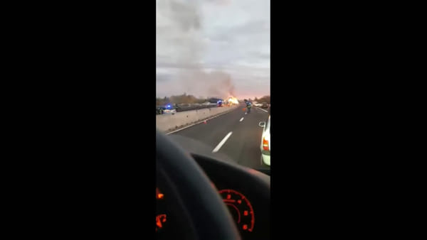 Incendio in A14, camion in fiamme   VIDEO