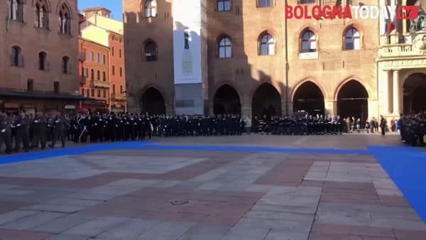 VIDEO | Festa Forze armate, cerimonia in piazza Maggiore