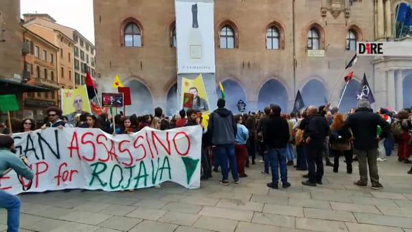 Erdogan bombarda i curdi, manifestazione e corteo a Bologna | VIDEO