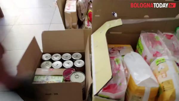 Con i volontari di Don't Panic a ritirare la spesa nei 'Condomini solidali' | VIDEO