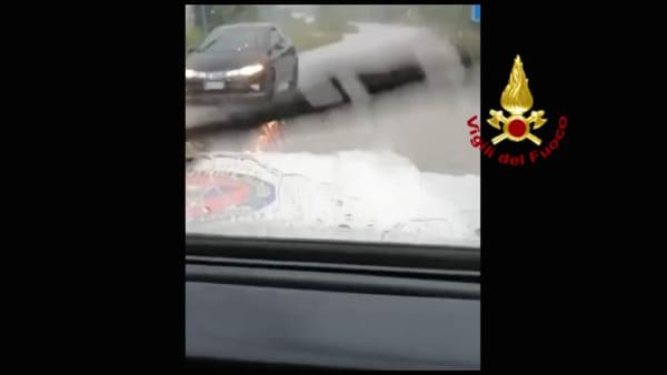 Maltempo, nubifragio in Appennino. Garage e locali invasi dall'acqua | VIDEO