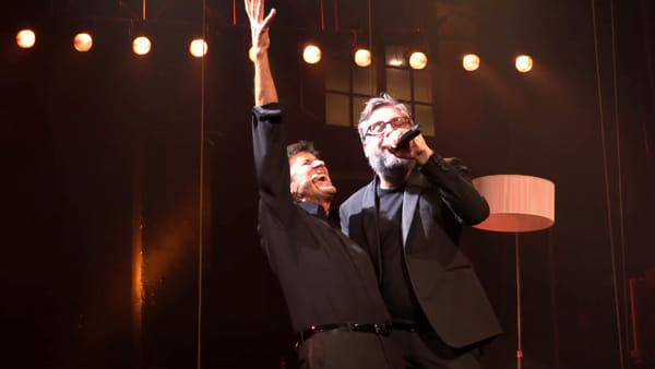 VIDEO| Teatro Duse: sorpresa sul palco, Gianni Morandi duetta con Dario Brunori
