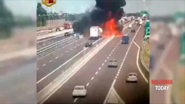Esplosione, lacrime, ricostruzioni: l'Inferno di Bologna in 120 secondi | VIDEO