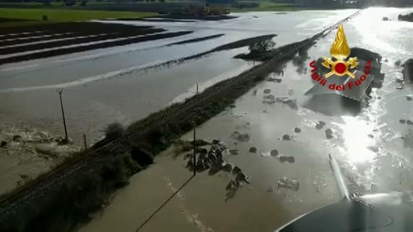 VIDEO| Binari allagati: linea ferroviaria interrotta, stop ai treni