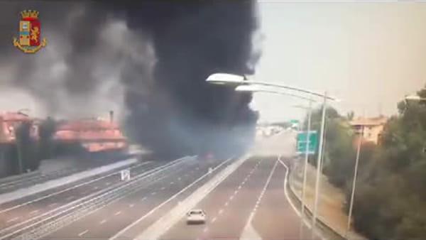 Incidente, poi l'esplosione: le spaventose immagini in diretta - VIDEO
