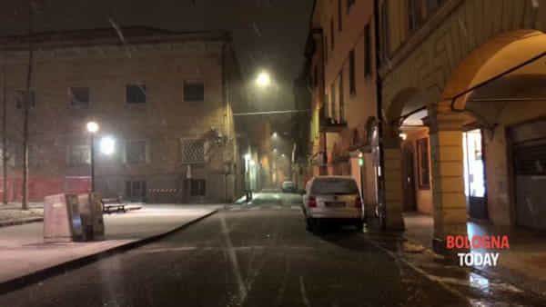 Neve, Bologna già imbiancata | VIDEO