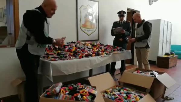 Blitz al mercatino di Castel San Pietro, sequestrati 20mila prodotti | VIDEO