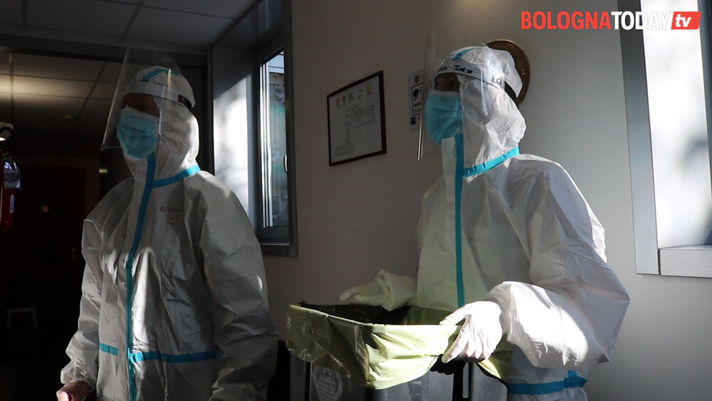 Bollettino Covid, balzo contagi: +2.127 in regione. A Bologna 458 e 16 morti