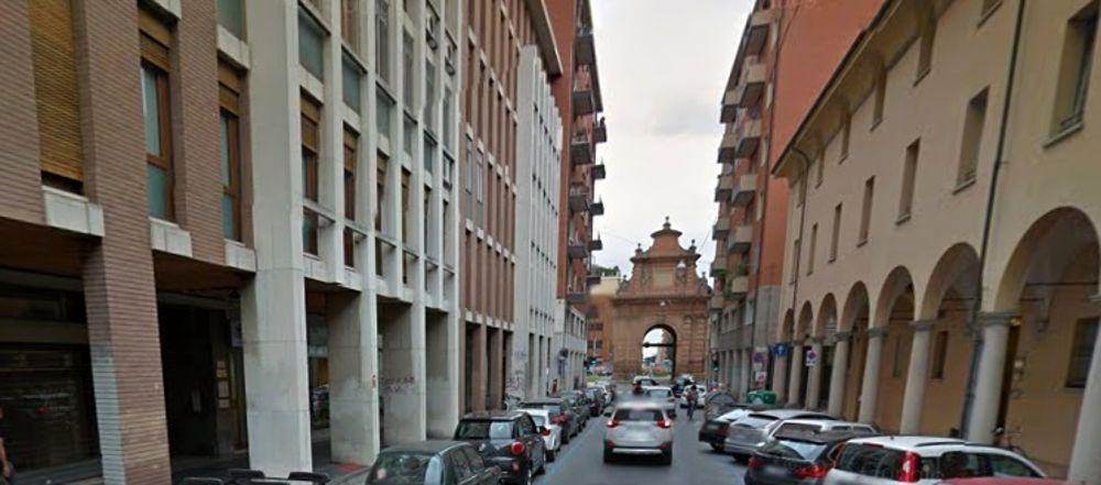 """Via delle Lame, SOS dai residenti: """"Smog e inquinamento acustico, costretti a vivere con finestre chiuse"""""""