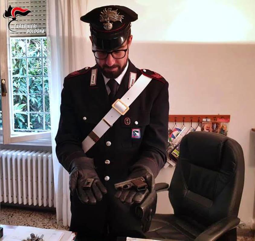 Sanitario positivo al COVID esce e va dai carabinieri, finisce nei guai