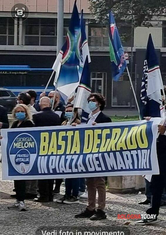 """Presidio FdI in Piazza dei Martiri: """"Basta degrado, ci hanno chiamato i residenti"""""""