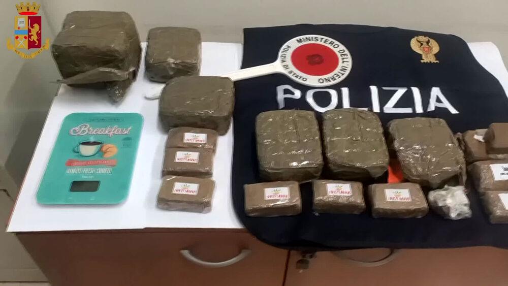 Spola tra Zola e Bologna: scovato deposito di hashish, arrestato 28enne|VIDEO