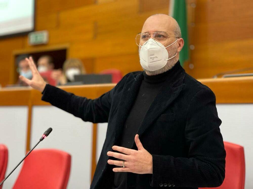 """Covid, Bonaccini al governo: """"Fissare riaperture, serve un orizzonte"""""""