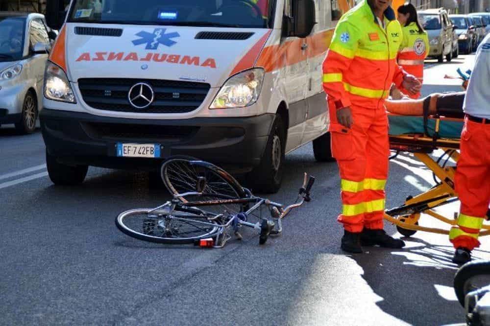 Incidente a Galliera: schianto auto-bici, morto 84enne