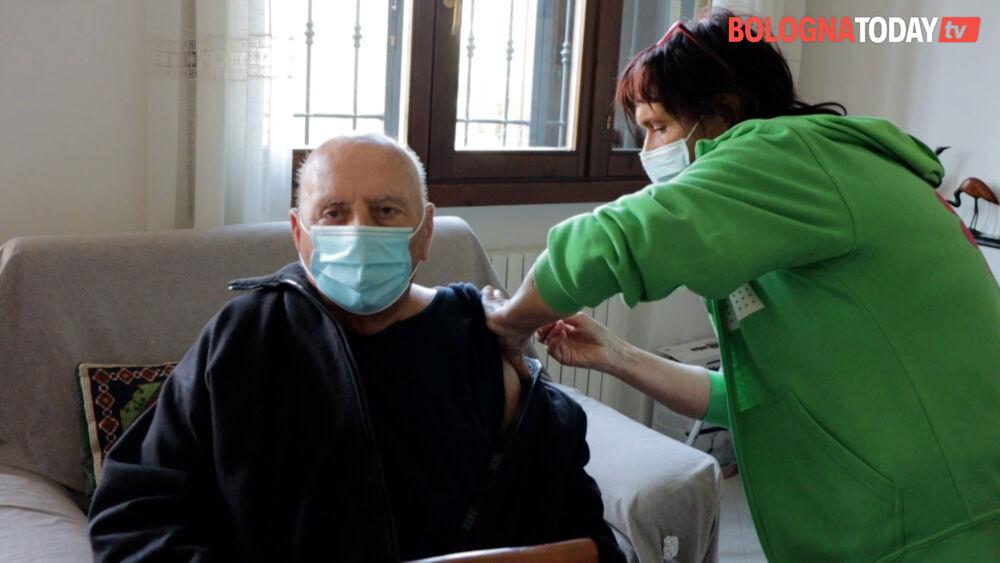 Vaccini, a Bologna e provincia più un residente su quattro ha ricevuto almeno una dose