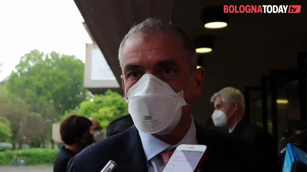 """Il sottosegretario alla Salute a Bologna. Bonaccini: """"Entro fine aprile apriremo ai 60enni""""   VIDEO"""