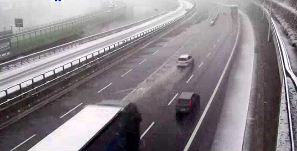 Neve, allerta meteo sulla Bologna-Firenze: tratti e aree di servizio chiusi