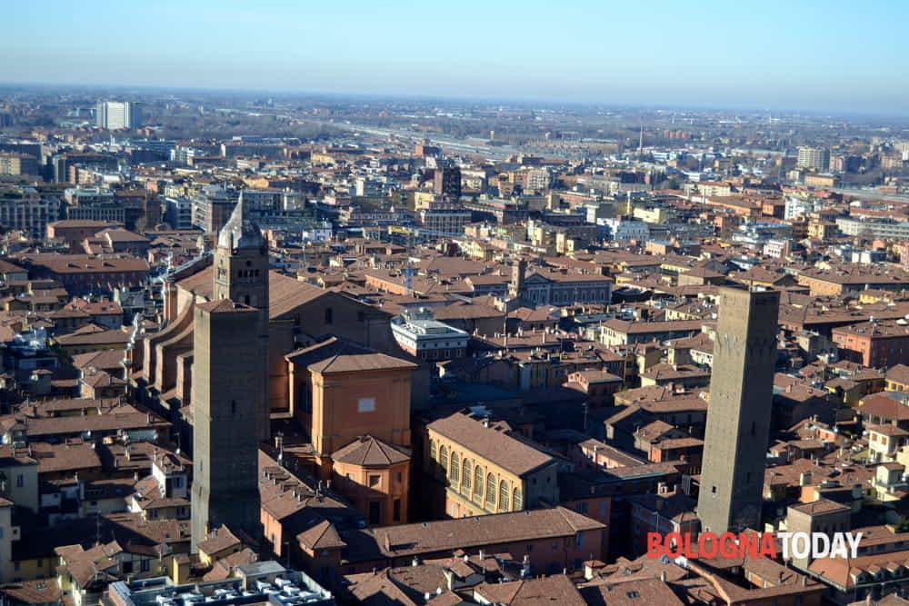 Bollettino covid Bologna e Emilia Romagna oggi 8 aprile: morti dimezzati, ricoveri ancora in calo
