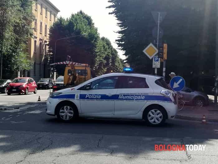 incidente viali _ interviene la polizia municipale (1)