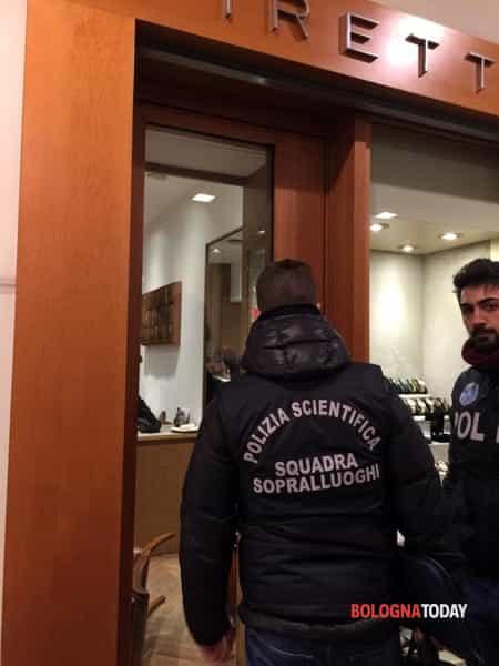 Rapina piretti orologi polia galleria cavourIMG-20190116-WA0006