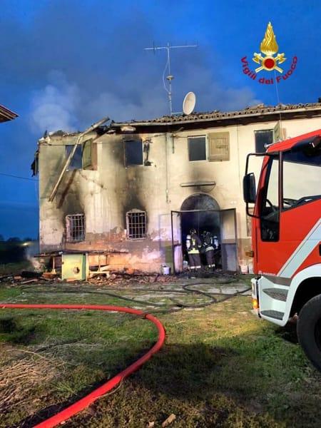 incendio vigili fuoco casa photo_2019-03-08_11-54-25